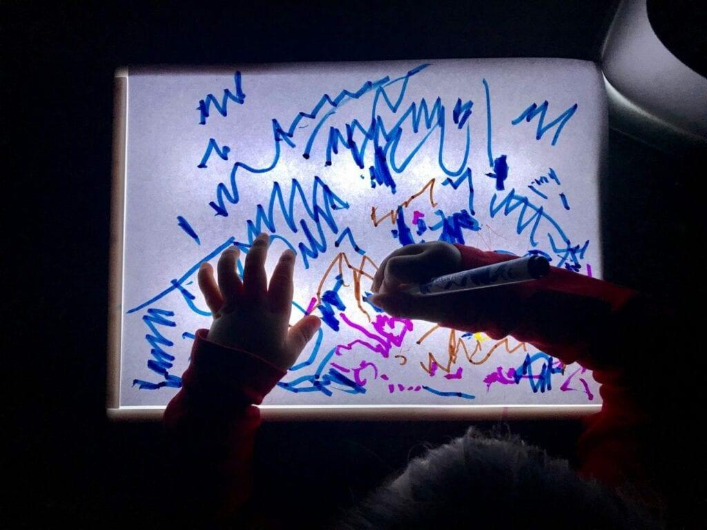 Desenhos na mesa de luz Reggio Emilia 06