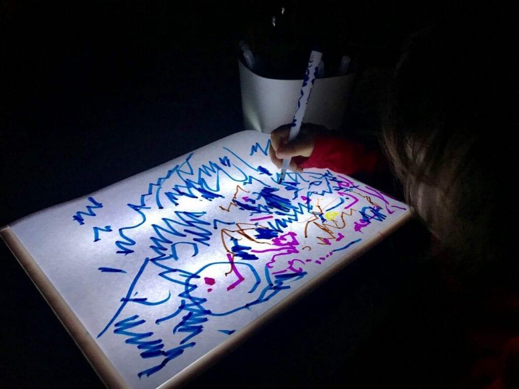 Desenhos na mesa de luz Reggio Emilia 07