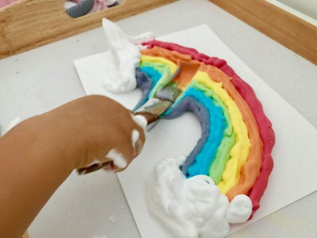 atividade de pintura arco iris com espuma de barbear 06