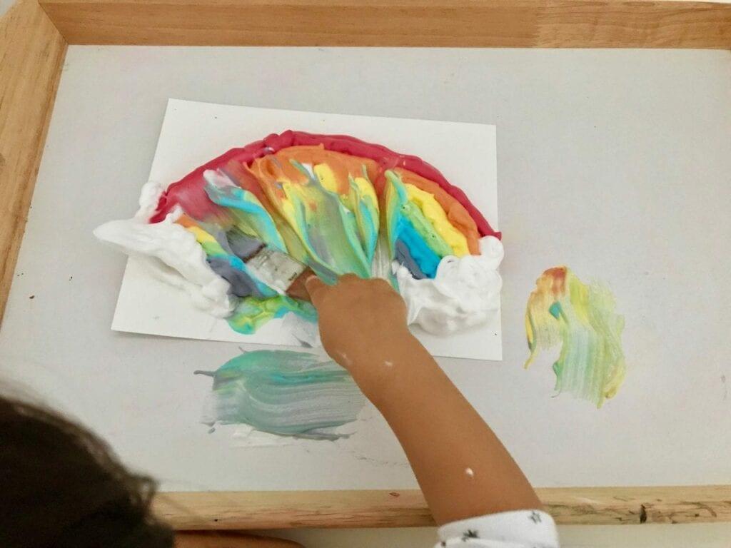 atividade de pintura arco iris com espuma de barbear 07
