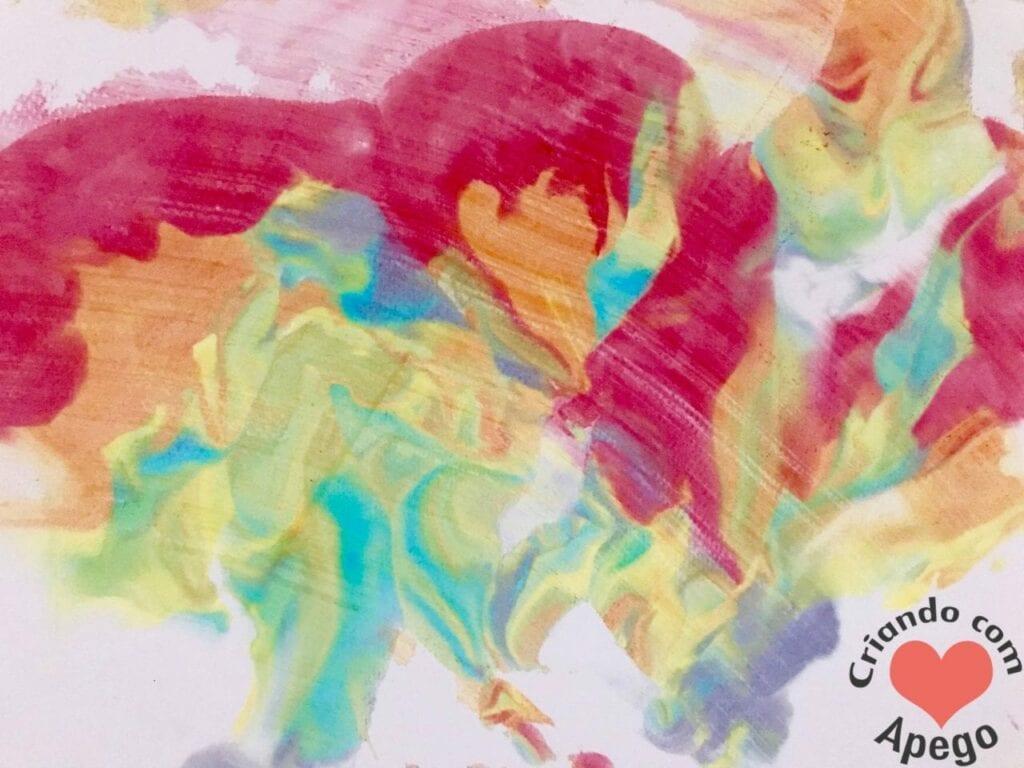 atividade de pintura arco iris com espuma de barbear 17