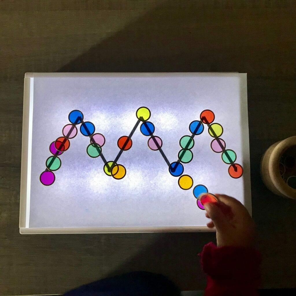 atividade de pre escrita mesa de luz reggio emilia 05