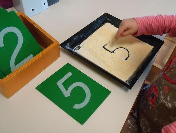 atividades com caixa de areia montessori 04
