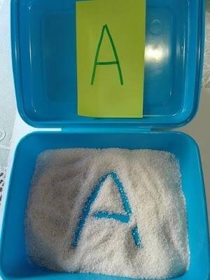 atividades com caixa de areia montessori 13