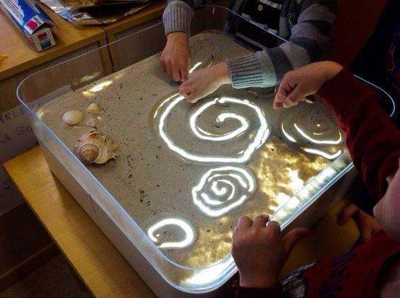 atividades com caixa de areia montessori 15