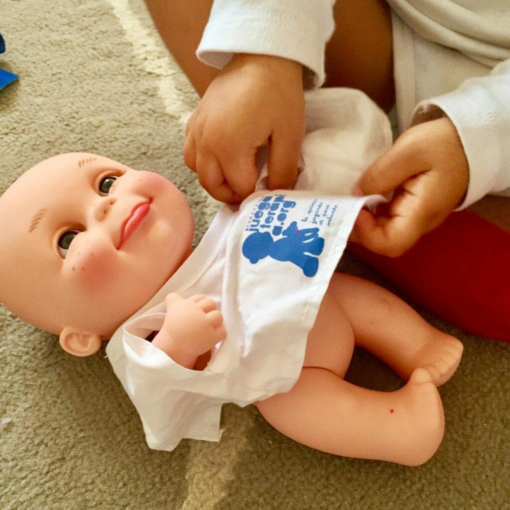 brincar de vestir bonecas 02