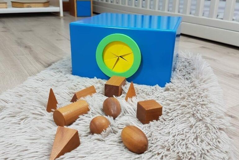 caixa do tato e solidos geometricos montessori 01