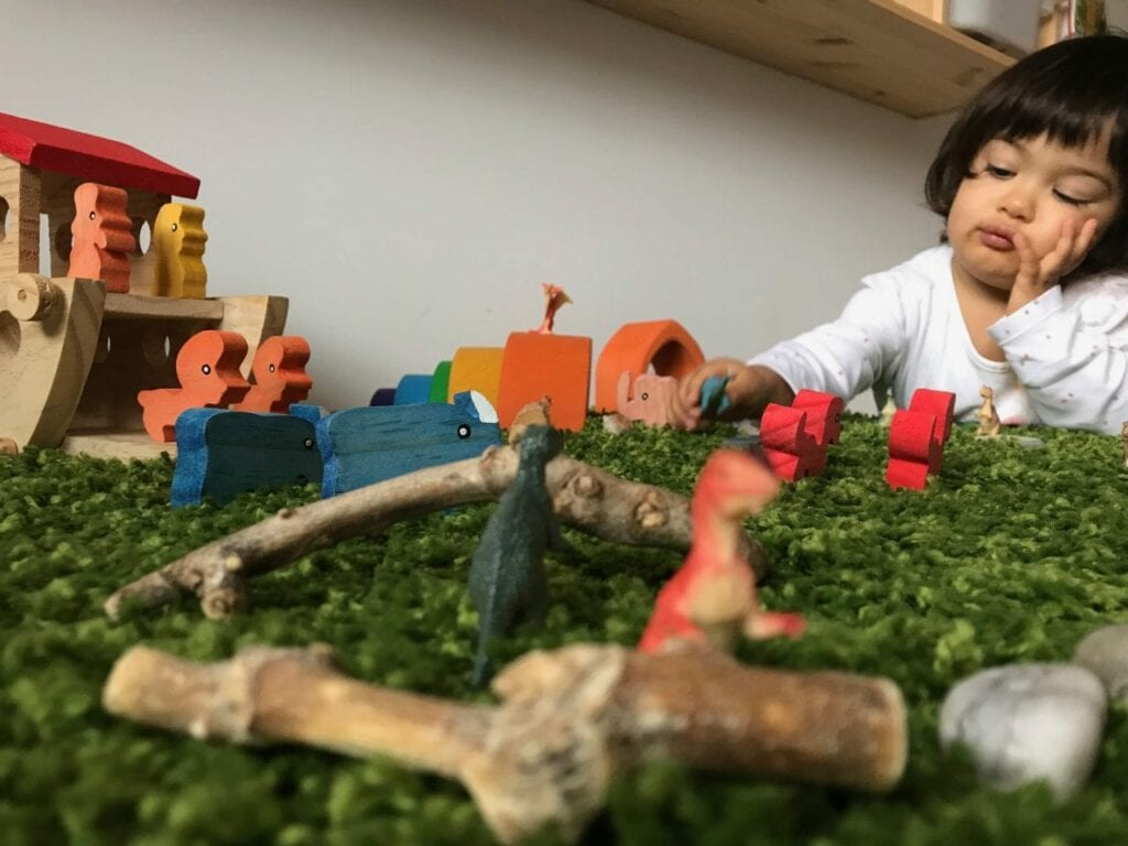 brinquedos de madeira brinquedos de plastico 02