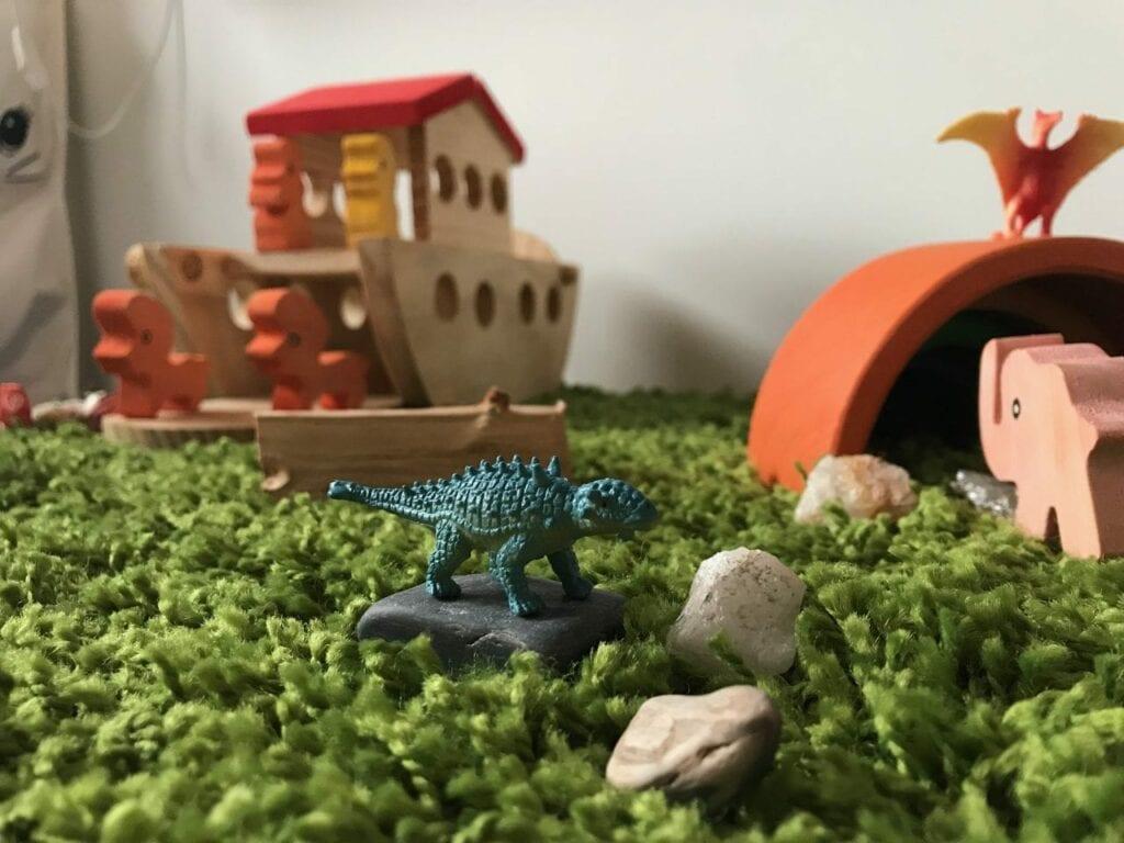 brinquedos de madeira brinquedos de plastico 03