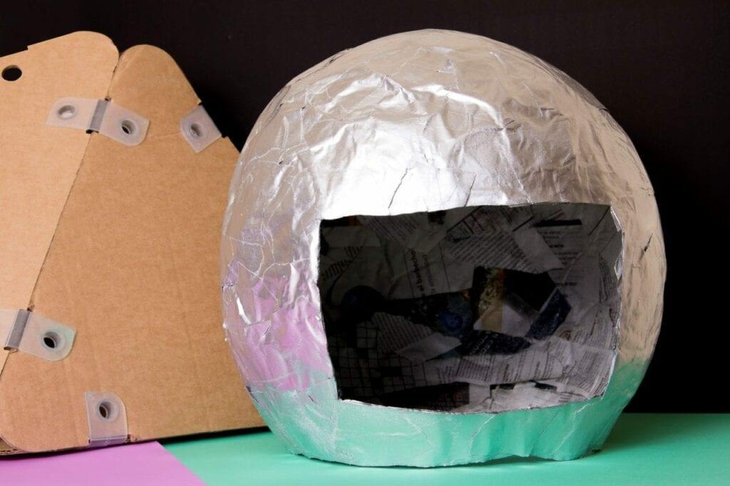 Como fazer um capacete de astronauta 06
