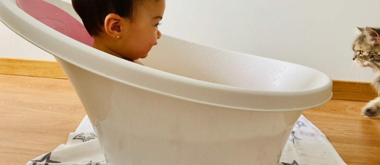 como dar banho em bebe 1