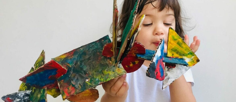 esculturas abstratas criativas com caixa de papelao 01