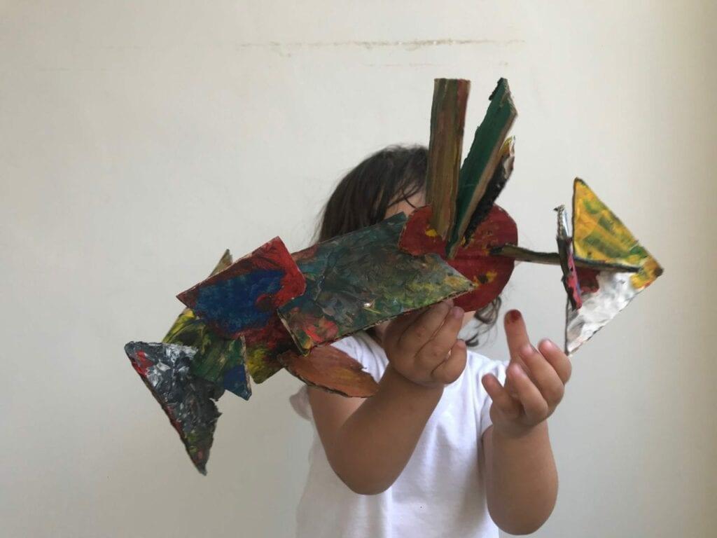 esculturas abstratas criativas com caixa de papelao 15