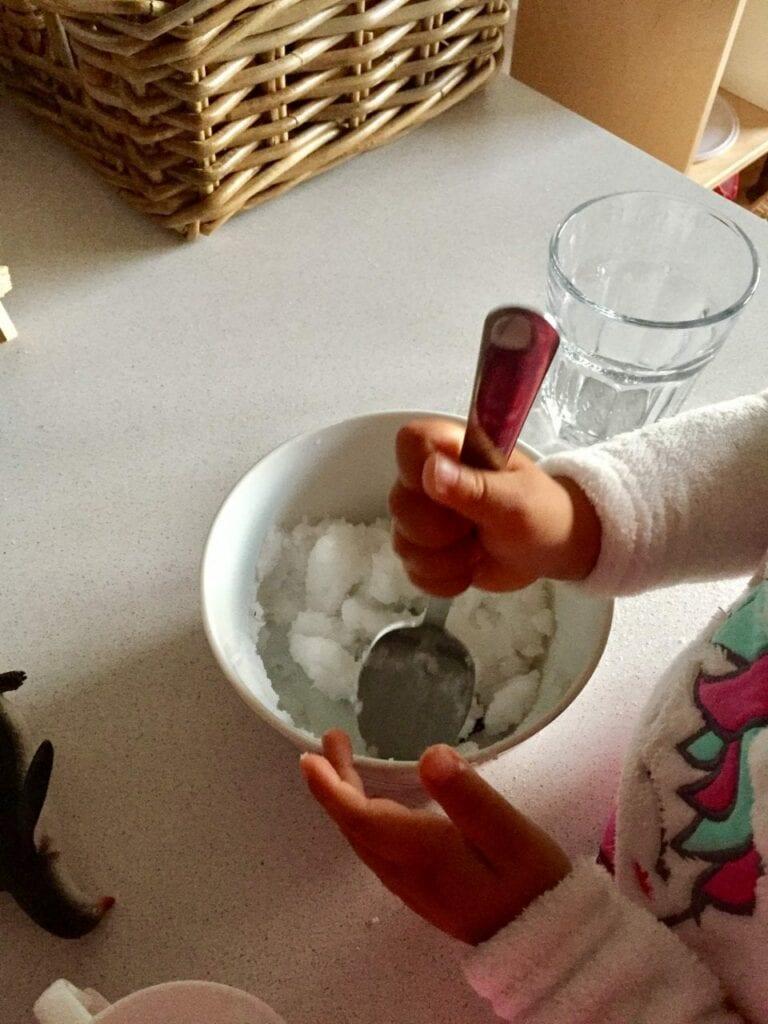como fazer neve caseira minimundos 04