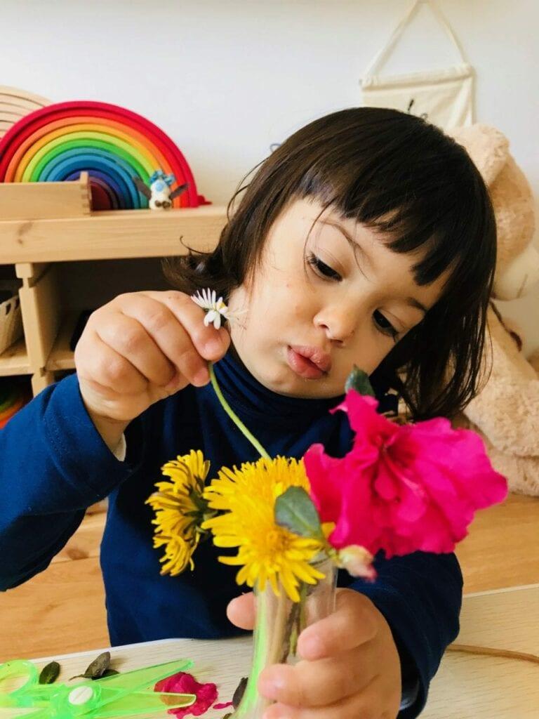 fazer arranjos de flores vida pratica montessori 04