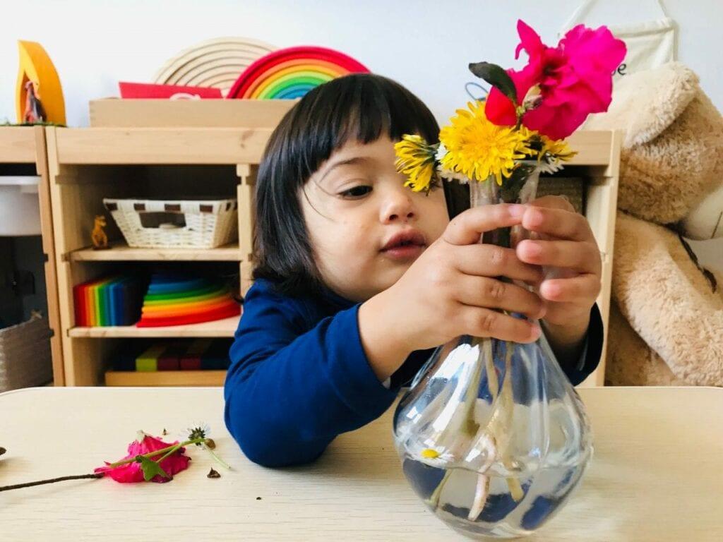 fazer arranjos de flores vida pratica montessori 11
