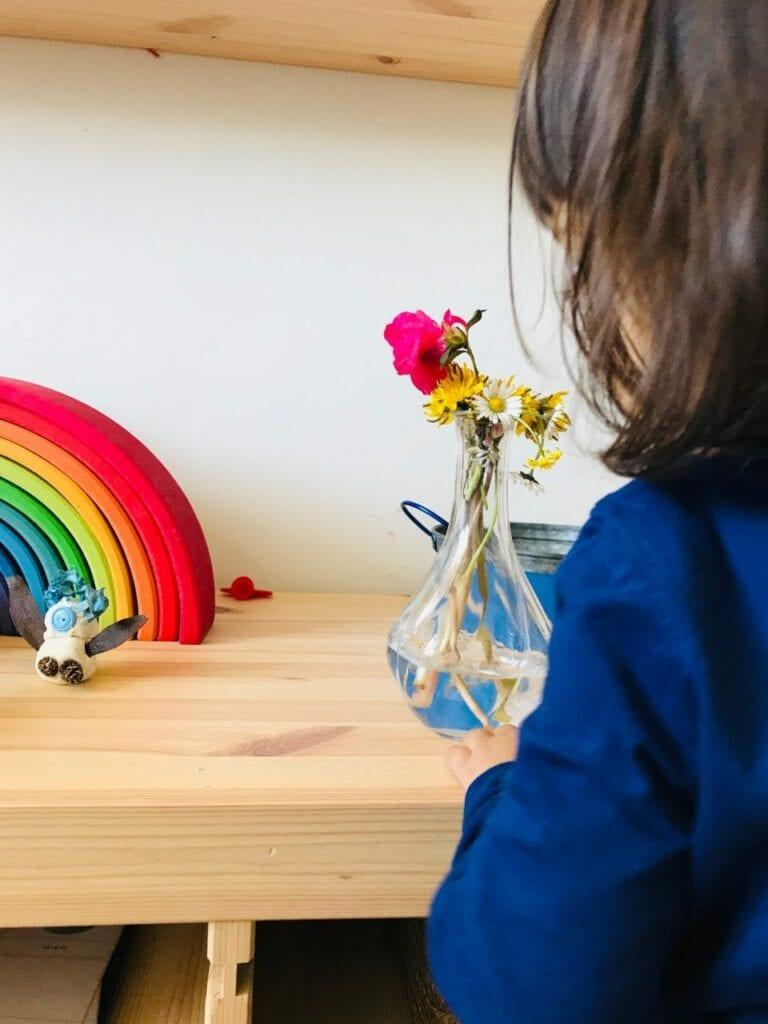 fazer arranjos de flores vida pratica montessori 12