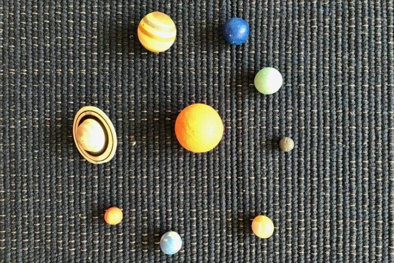sistema solar em miniatura