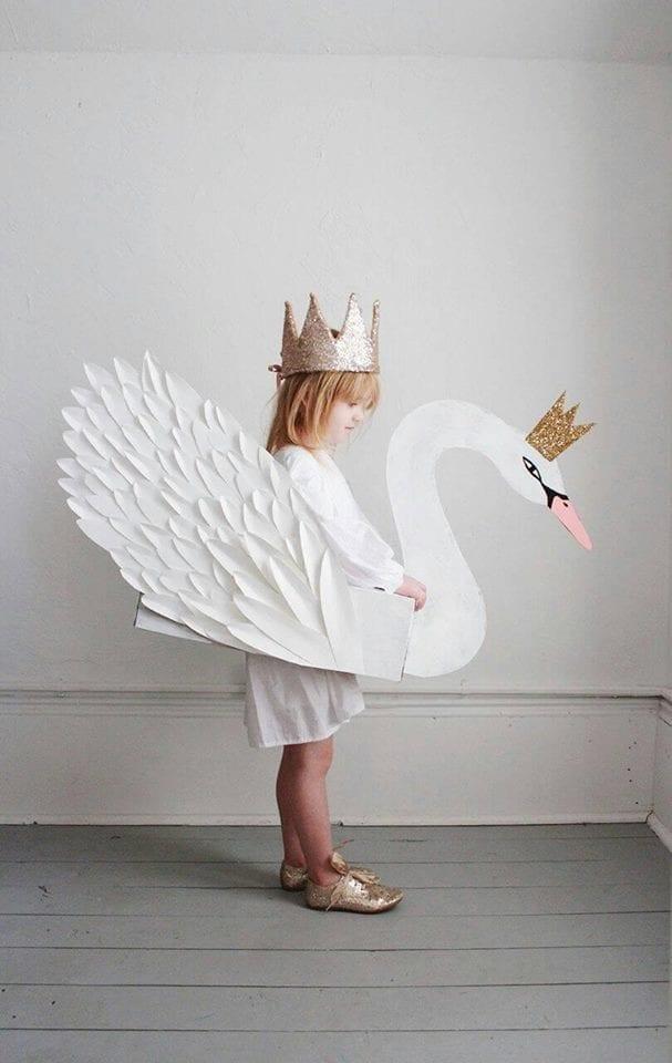 fantasias de papelao cisne
