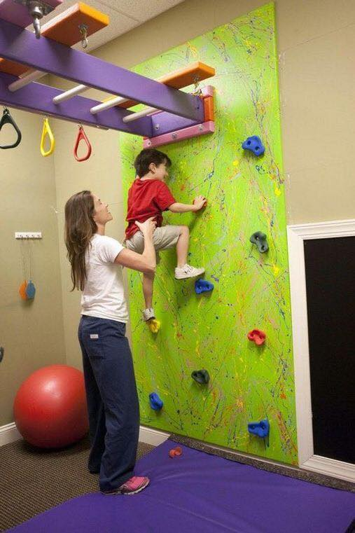 Paredes de escalada para o quarto das criancas 11