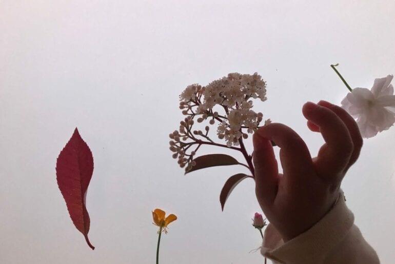 flores da primavera na mesa de luz 05