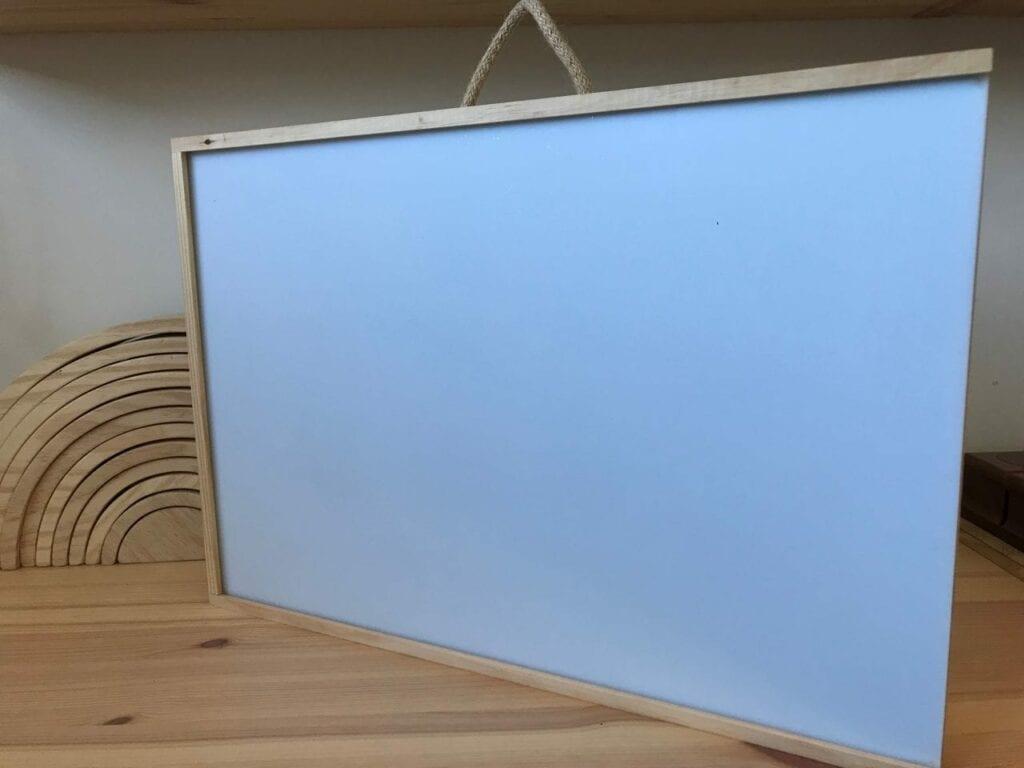 Como fazer uma mesa de luz Reggio Emilia diy 01