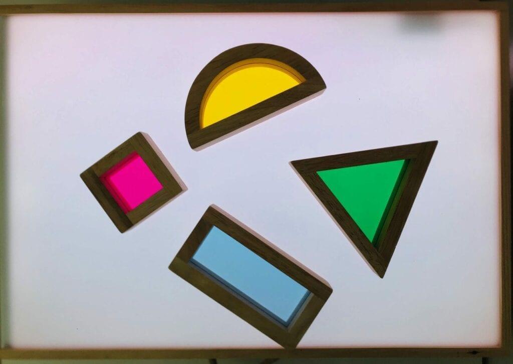 Como fazer uma mesa de luz Reggio Emilia diy 08