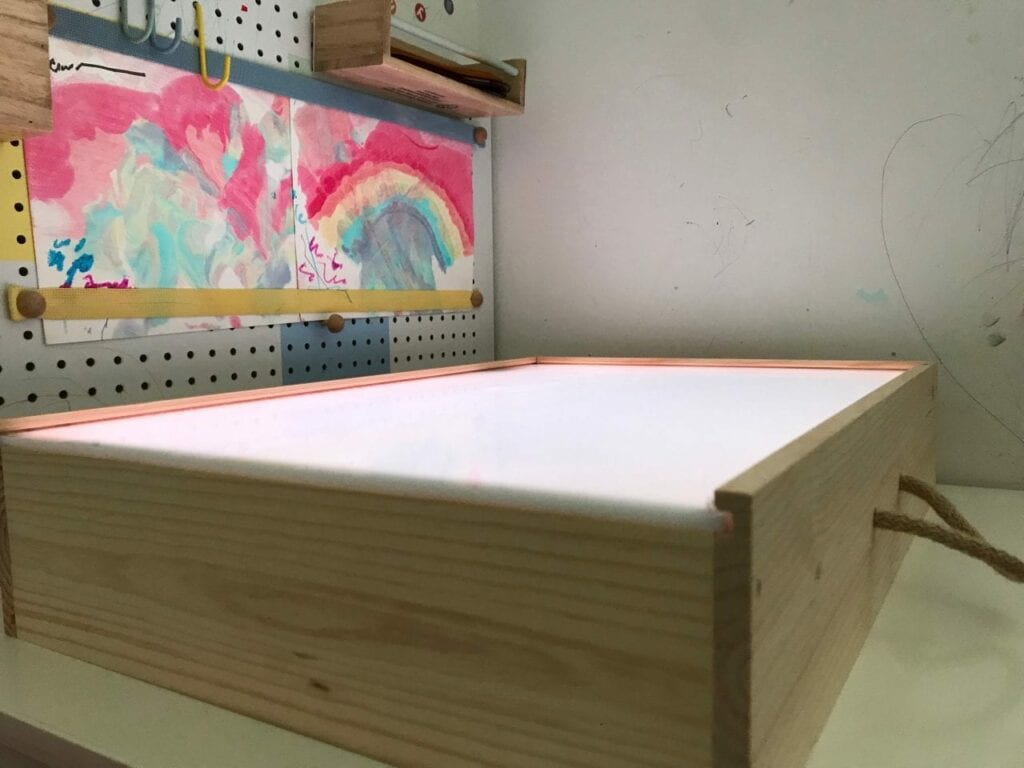 Como fazer uma mesa de luz Reggio Emilia diy 09