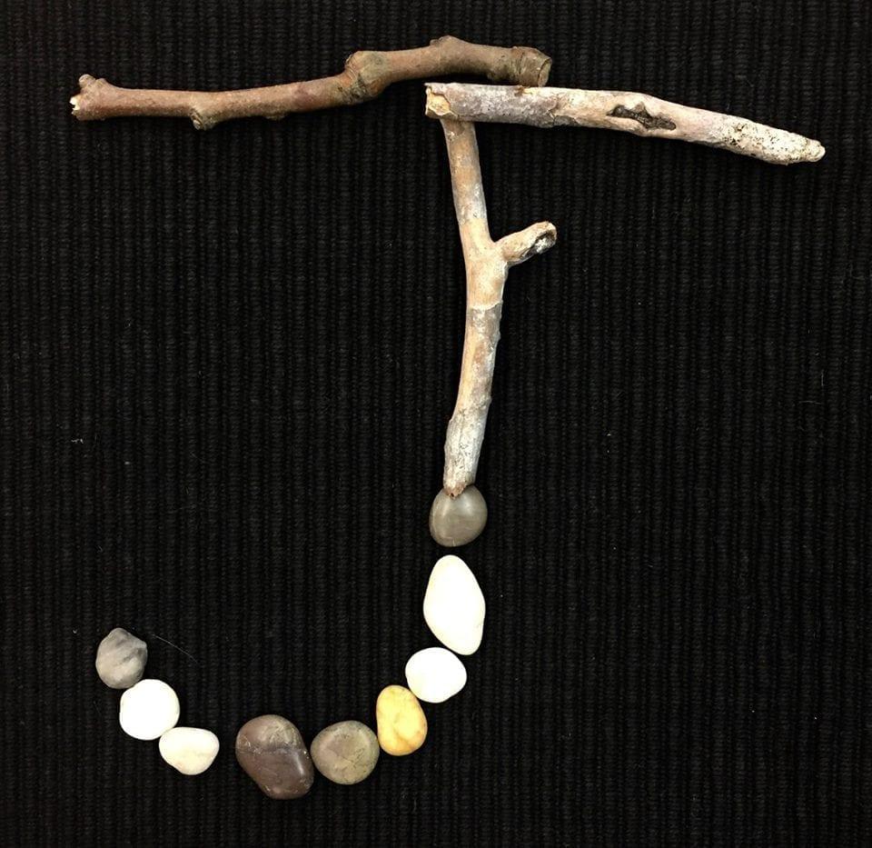 alfabeto com materiais naturais 10