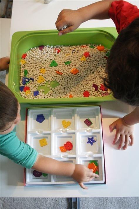 aprender figuras geometricas bandeja sensorial