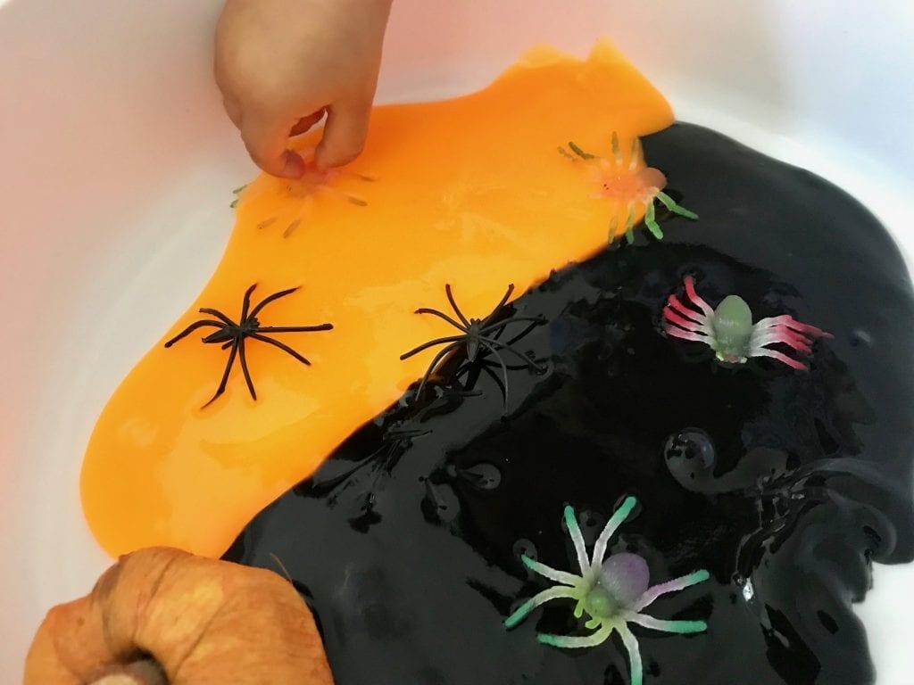 bandeja sensorial do halloween