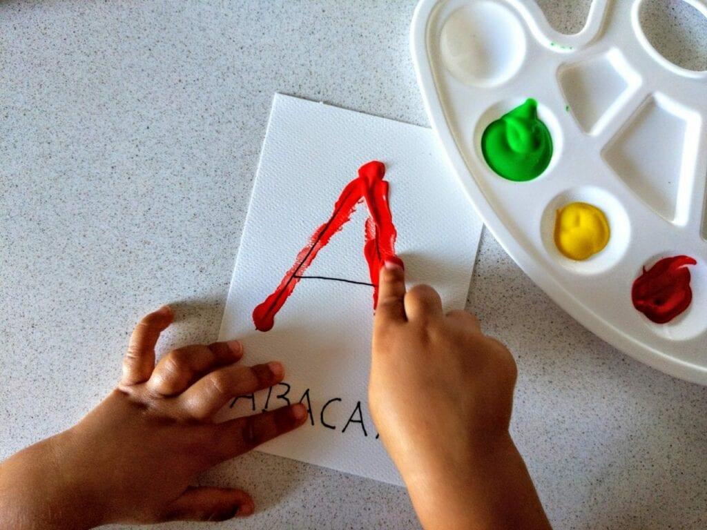 atividade com a letra A de abacaxi 04