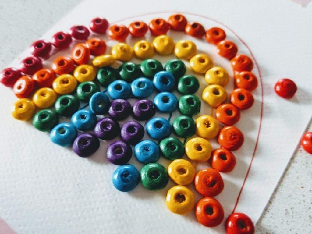 como desenhar um arco-iris com micangas 05