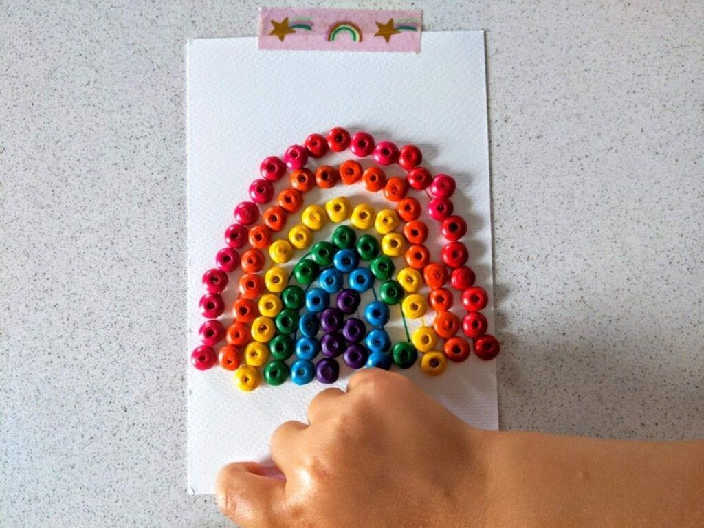 como desenhar um arco-iris com micangas 06