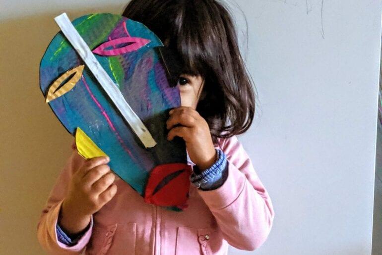 Como fazer uma máscara africana de papelão 01
