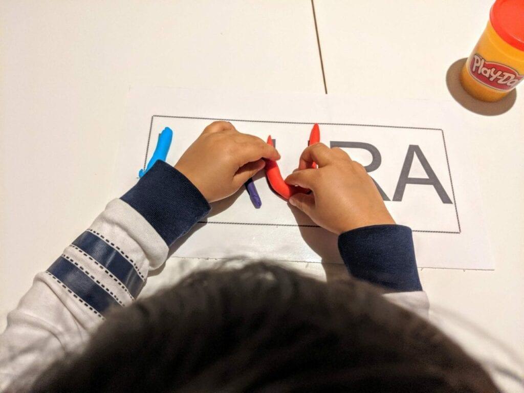 escrever o nome proprio com massinha 04