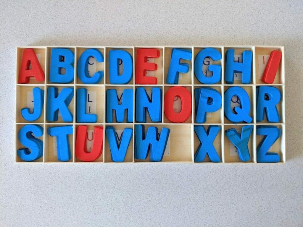 Alfabeto móvel de madeira 01
