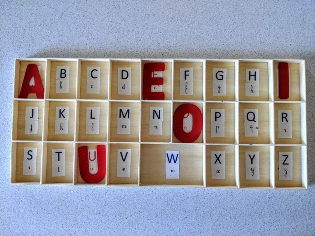Alfabeto móvel de madeira 04