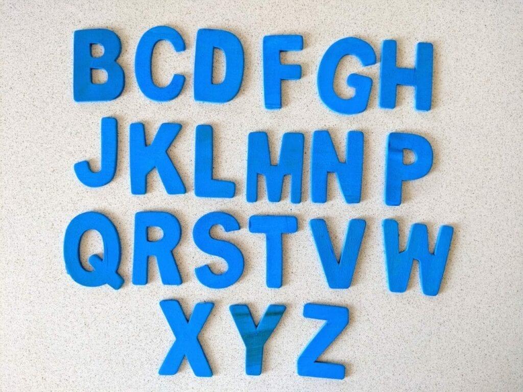 Alfabeto móvel de madeira 05