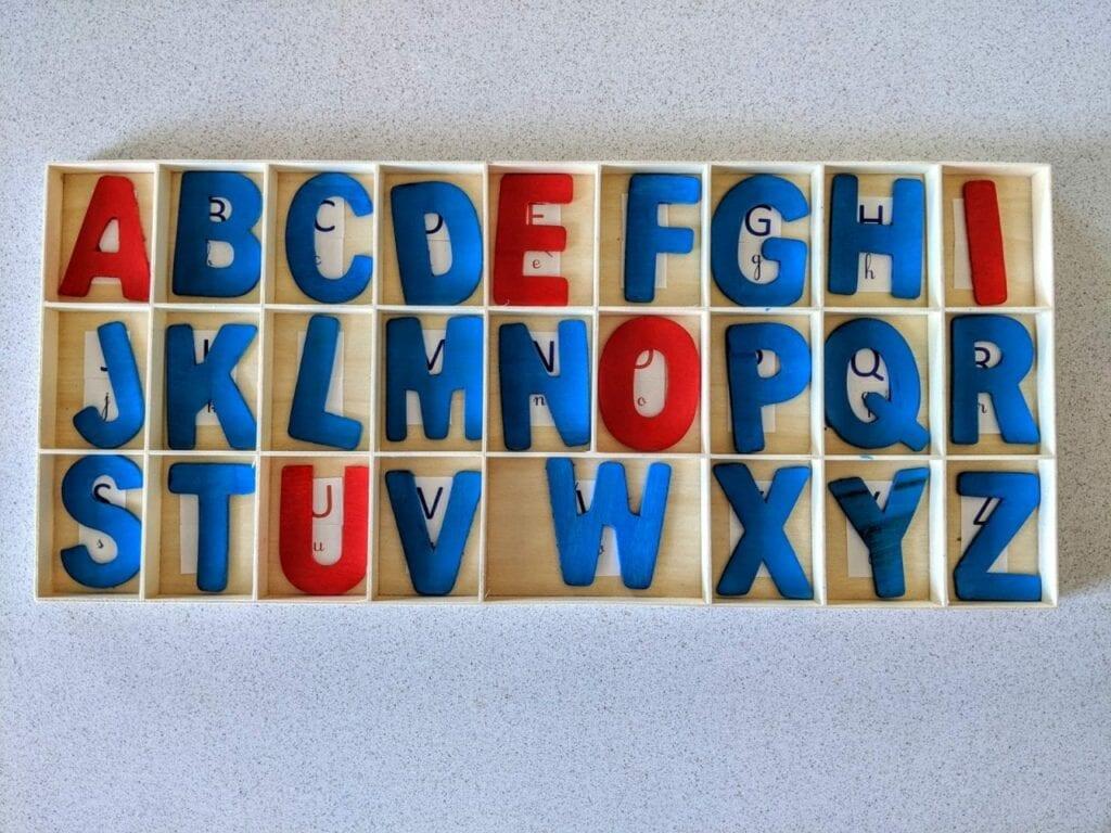 Alfabeto móvel de madeira 06