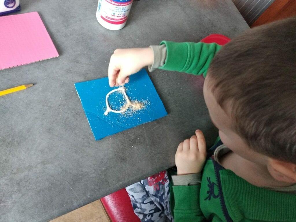 Como fazer letras de lixa Montessori 04