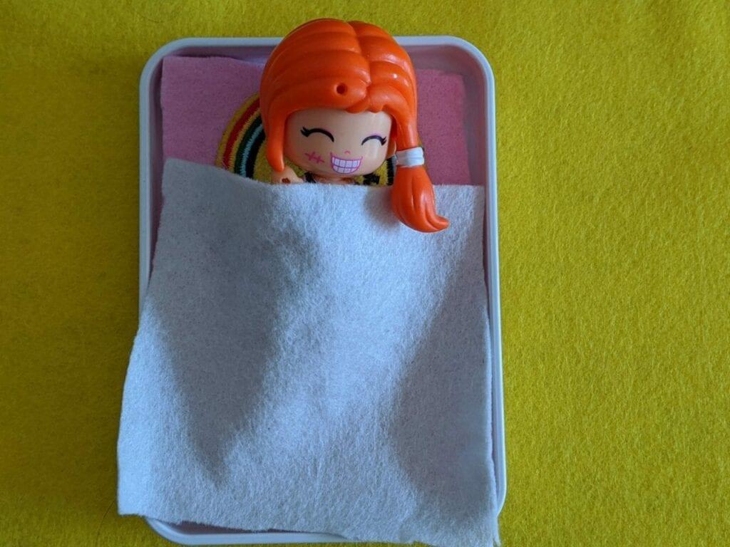 cama para miniboneca 03