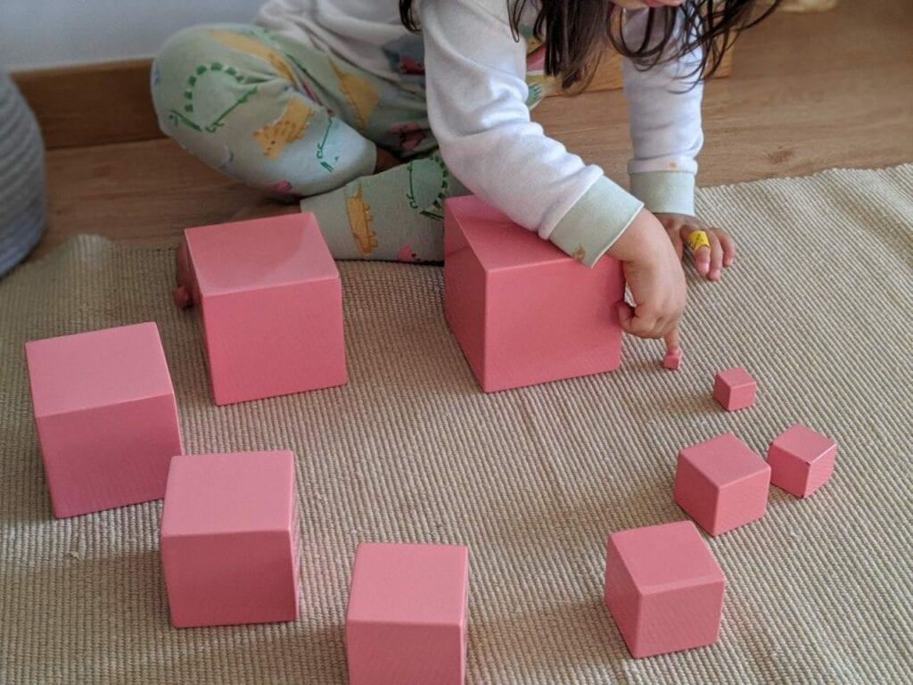 montar torre rosa montessoriana 02