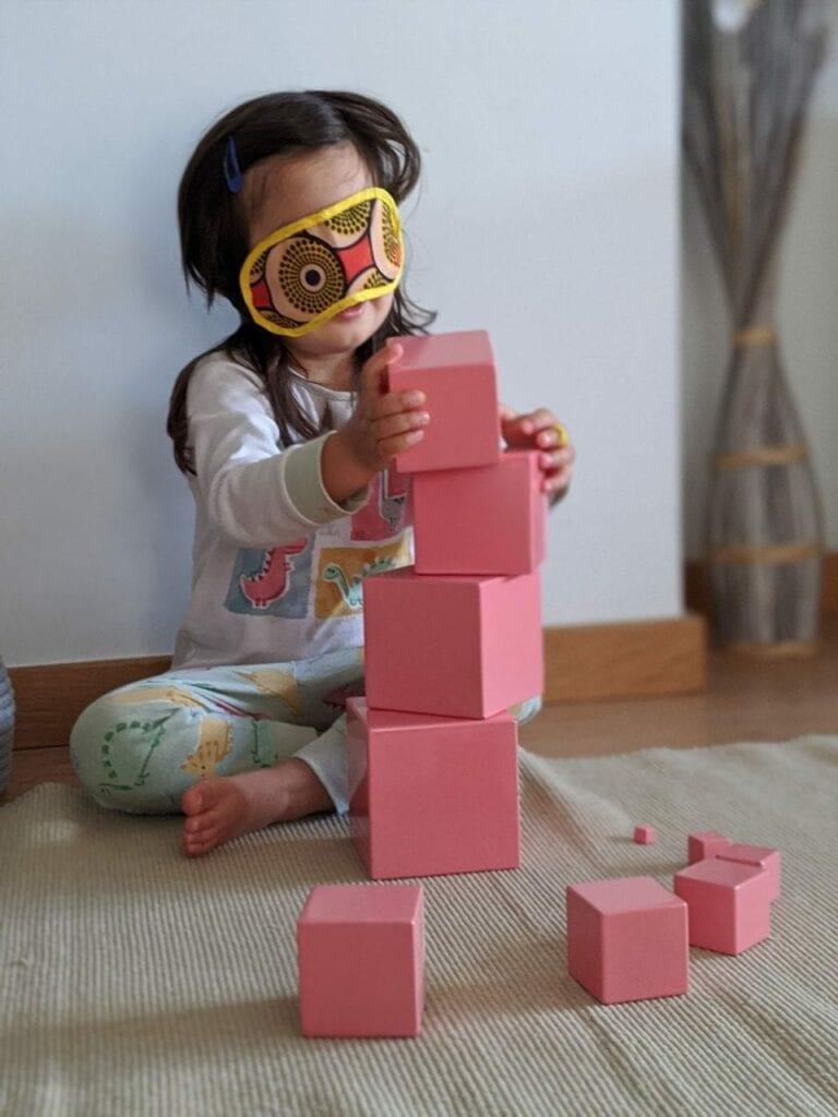 montar torre rosa montessoriana 03
