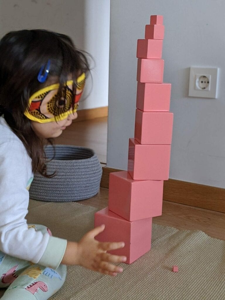 montar torre rosa montessoriana 04