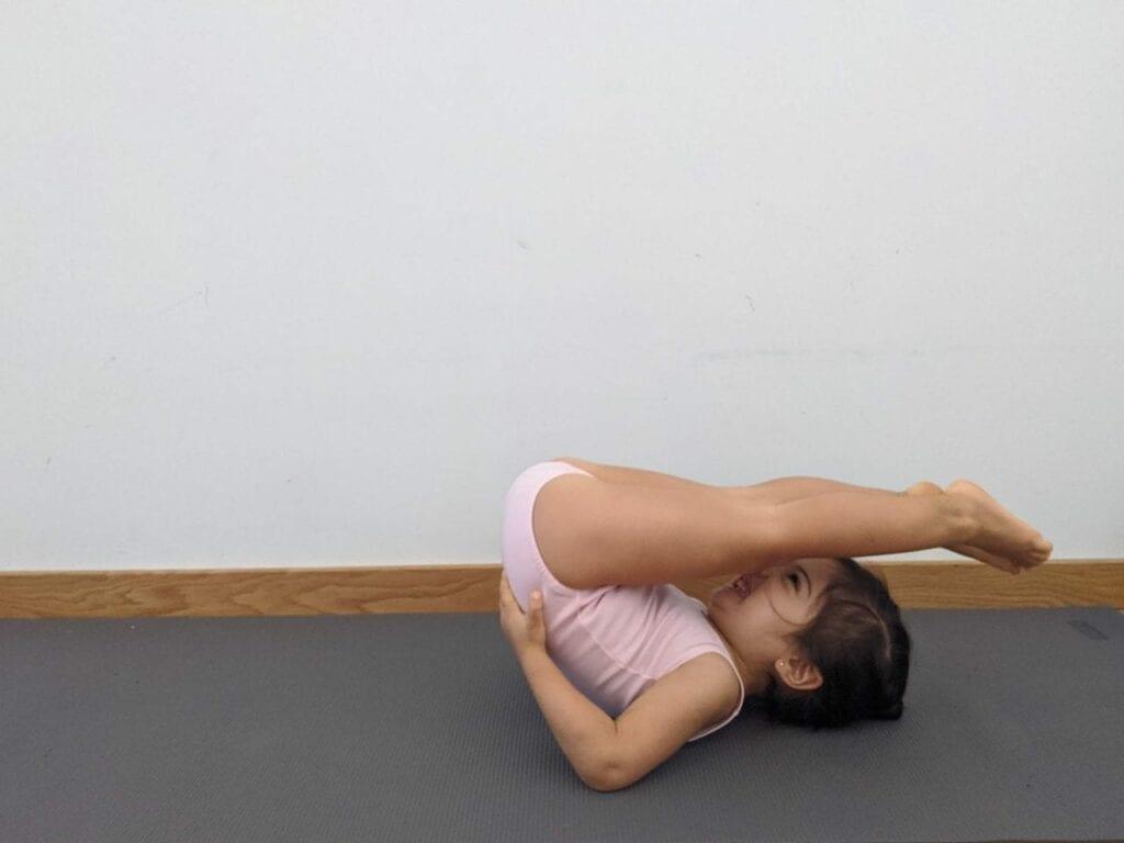 posturas de yoga arado