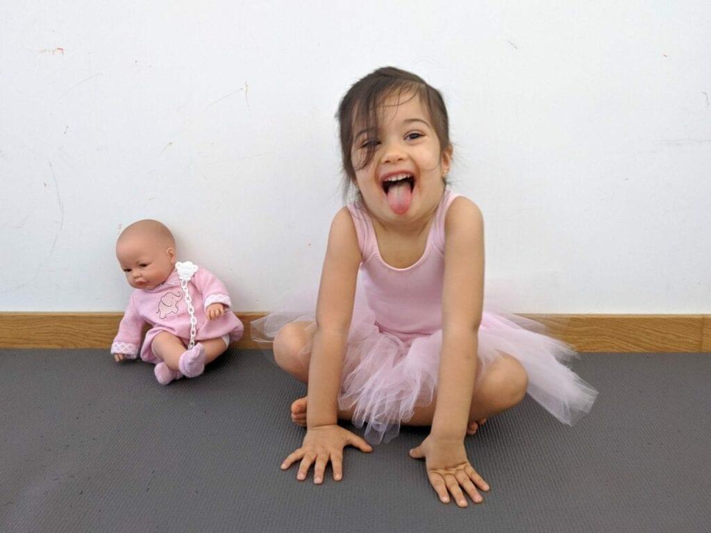 posturas de yoga para criancas leao