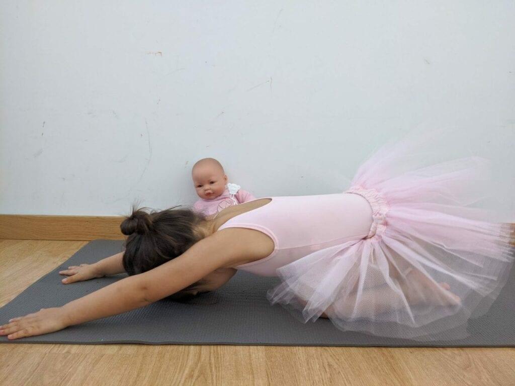 posturas de yoga para criancas relaxado