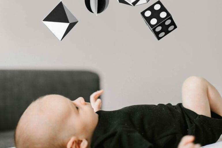 mobiles para bebes montessori