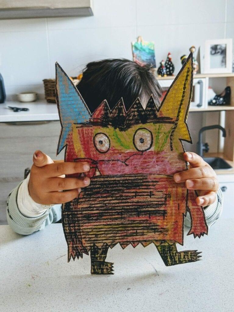 monstro das cores feito com caixa de papelao 04